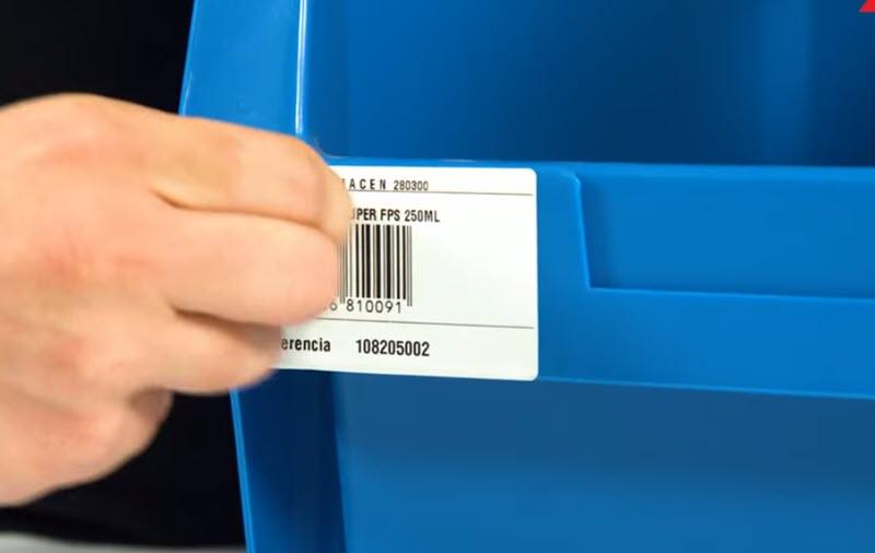 ¿Cómo quitar el pegamento de las etiquetas?
